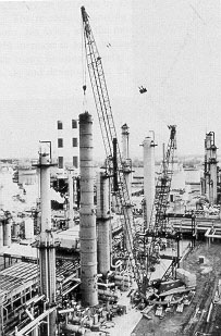 Figure 1-4: Construction of a Benzene Plant in Lima, Ohio (courtesy of Manitowoc Company, Inc.)